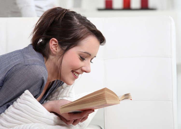 楽しく読書する女性